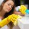 Embaucher une femme de ménage : une solution pour garder sa maison propre